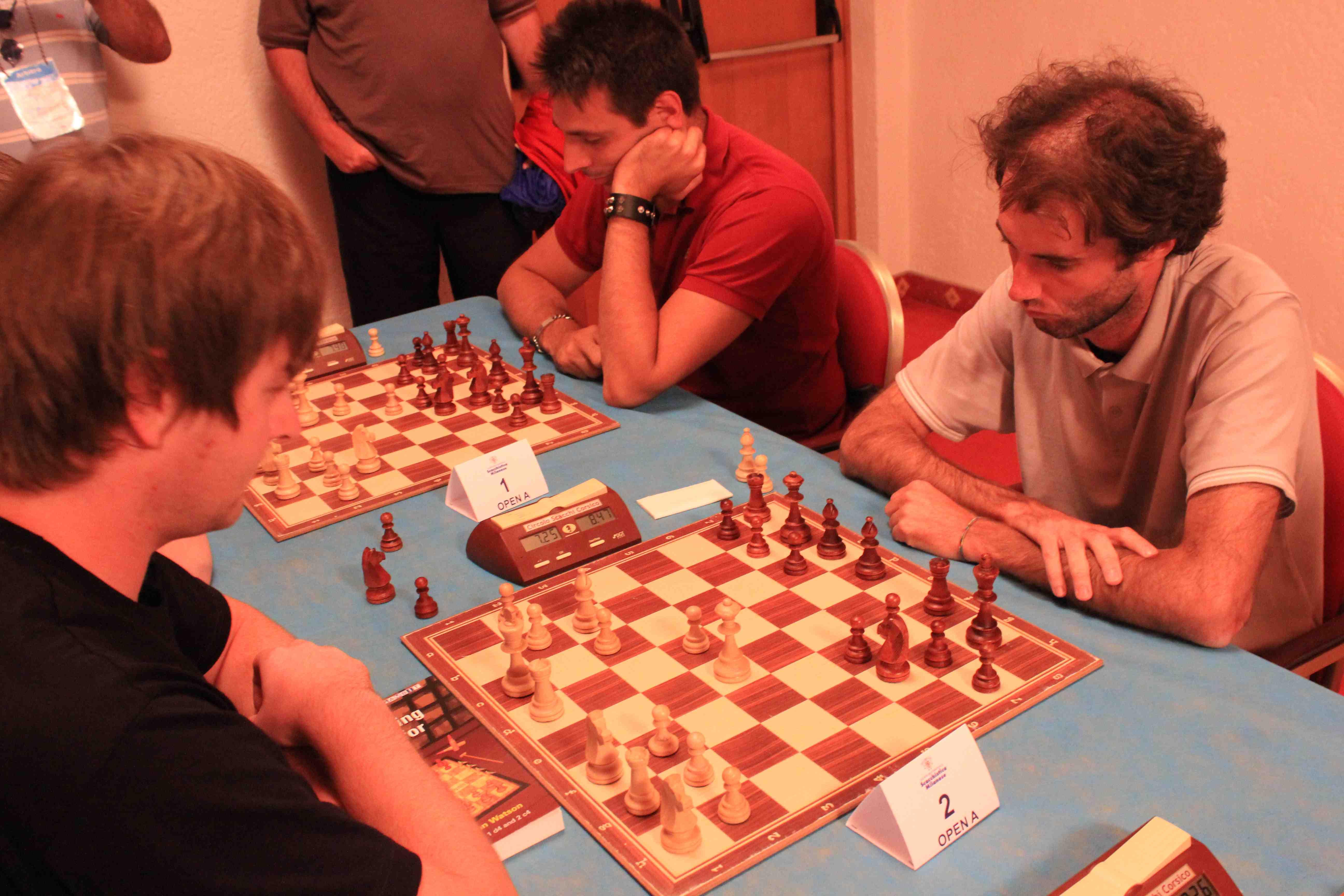 Kravchenko-Francesco Mortola e, in prima scacchiera Massimiliano Autino, quarto classificato. Foto di Volfango Rizzi (SPQeR).