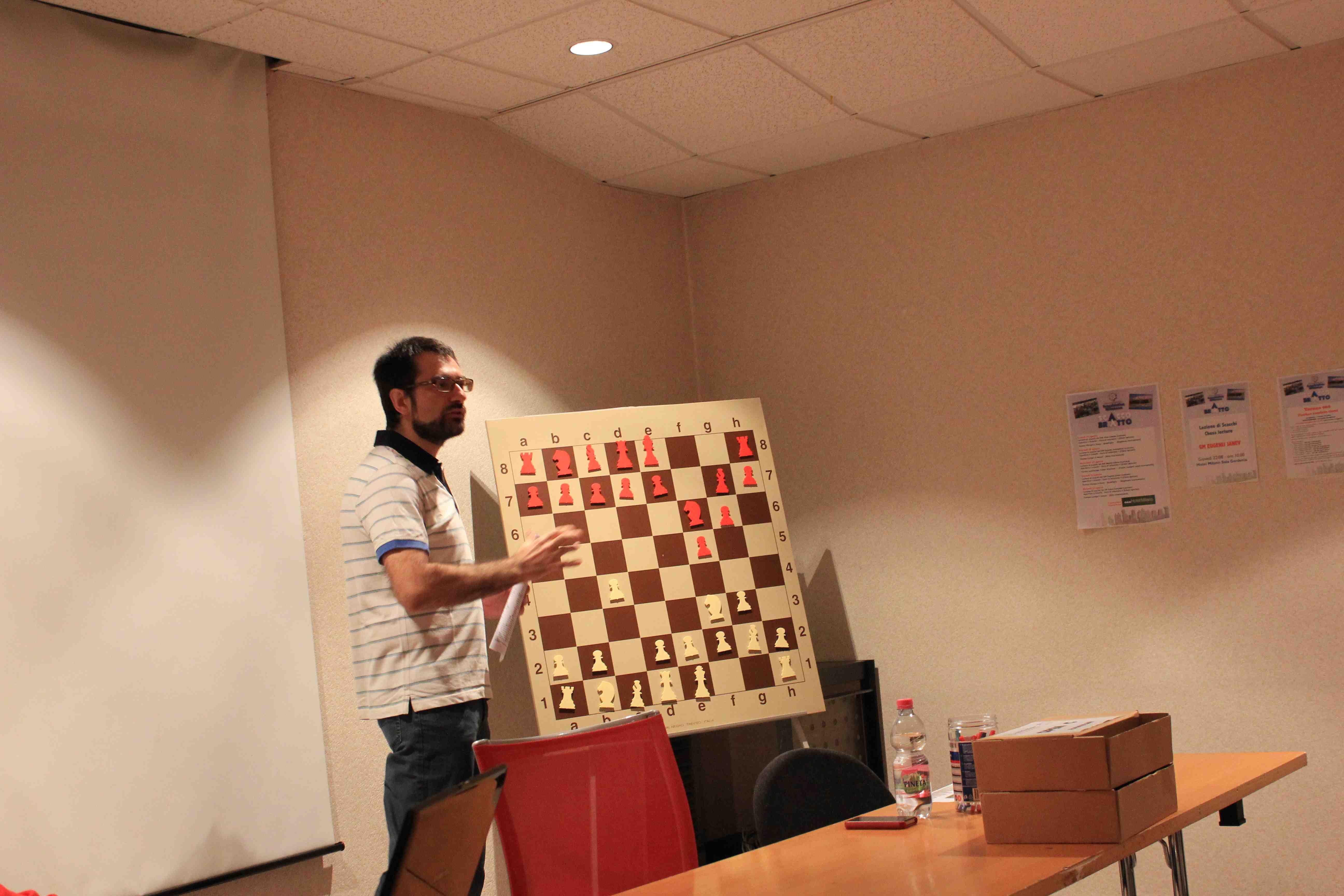 Il Maestro Internazionale Folco Castaldo durante la sua lezione. Foto di Volfango Rizzi SPQeR).