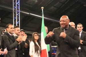 Marvin Hagler sul ring prima del combattimento per il titolo europeo. Foto di SPQeR.