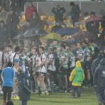 Il saluto tra i giocatori nel dopo partita. Foto SPQeR.