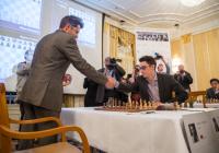 Aronian-Caruana prima dell'inizio del V turno. Foto di Maria Emelianova.