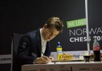 Magnus Carlsen sfida Fabiano Caruana. Foto dal sito ufficiale.