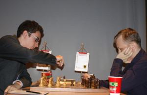 Fabiano Caruana l'unico con due vittorie.