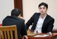B. Jobava ha iniziato con una sconfitta, poi un pareggio con Caruana ed oggi é arrivata la vittoria.