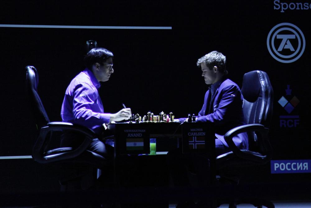 Gli istanti finali: Anand abbandona la partita e termina sconfitto questa sfida.