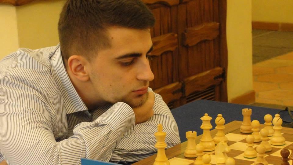 Al detentore del titolo Danyyil Dvirnyy non é bastata la vittoria nel XI turno per agganciare Axel.