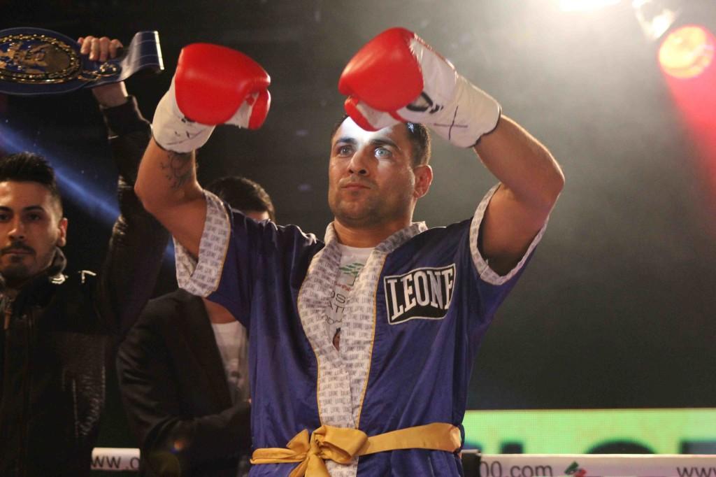 Di Rocco fa il suo ingresso sul ring. Fotografie di SPQeR.
