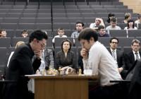 La Caruana-Jakovenko seguita dal pubblico. Foto di Kirill Merkurev.