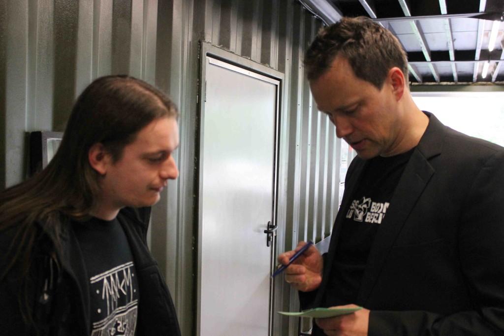 Daniele intervistato, nel pre-serata, dall' annunciatore e commentatore dei round di scacchi.