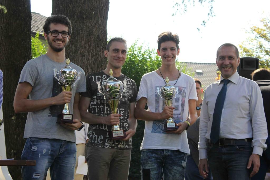 Il podio dell'Open A: giovani scacchisti in ascesa.