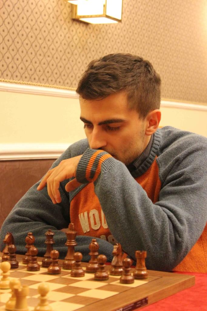 Danyyil Dvirnyy, per lui un rapido pareggio ci pezzi neri che, alla fine gli vale gli spareggi per il titolo italiano. Foto di SPQeR.