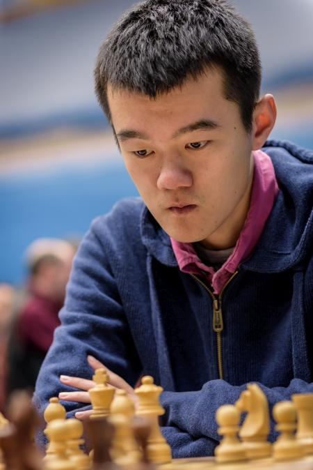 Ding, ha un punto di distacco da Magnus Carlsen, oggi ha la sua occasione affrontando il Campione del Mondo.