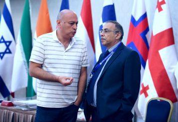 Zurab Azmaiparashvili in sala di gioco il primo giorno del III turno.