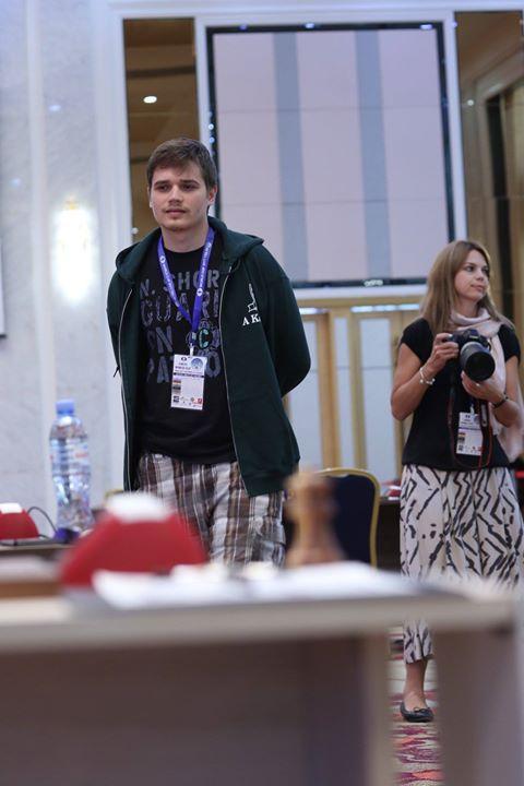 Anton Kovalyov indossando i bermuda. Fotografie di Maria Elianova.