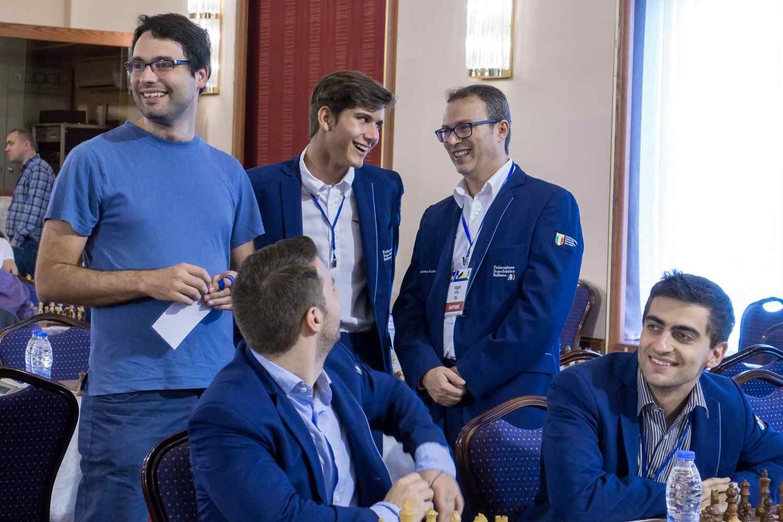 I quattro giovani alfieri azzurri con il loro capitano.
