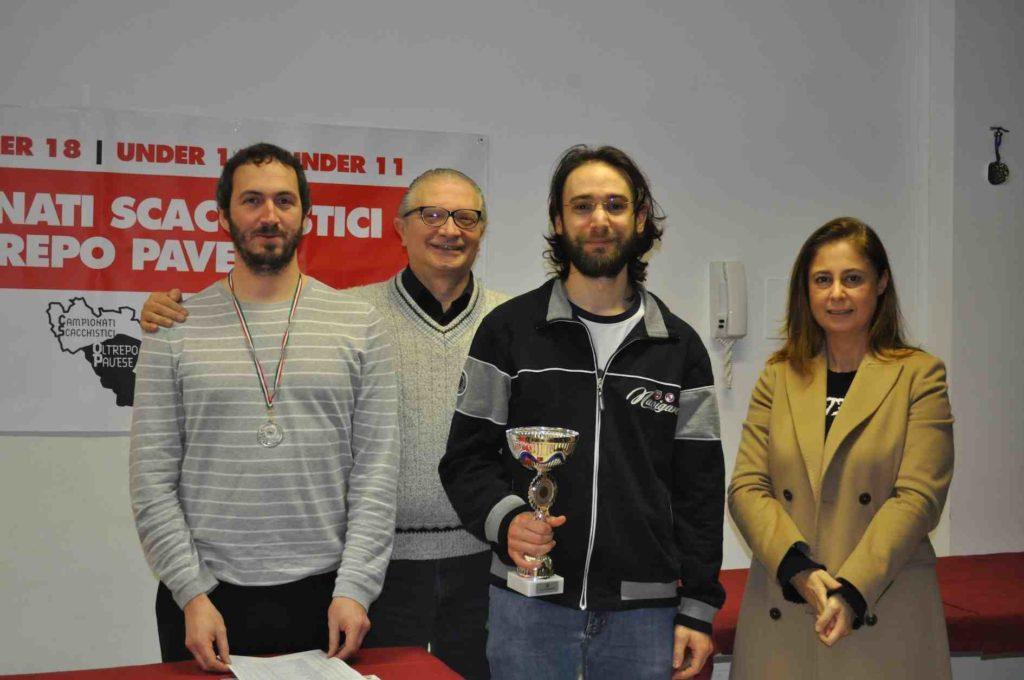 I primi due, Volfango Rizzi e Clint Bosi premiati da Pietro Barrera e Lara Bressani.